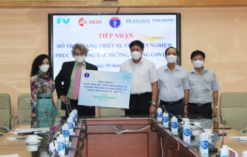 Bệnh viện FV tặng trang thiết bị phục vụ công tác chống dịch COVID-19 trị giá 1 tỷ đồng