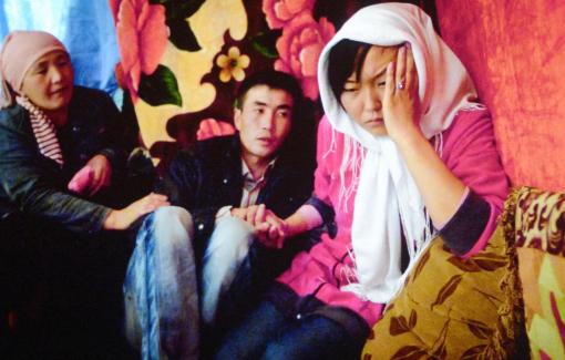 """Hủ tục """"bắt cóc cô dâu"""" ám ảnh hàng ngàn thiếu nữ Kyrgyzstan"""