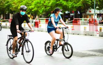 Những ngày giãn cách: Sài Gòn tìm nhau qua ánh mắt…