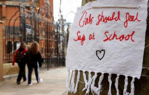 Nhiều nữ sinh Anh bị quấy rối tình dục