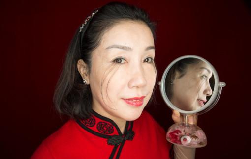 Người phụ nữ có cặp lông mi dài nhất thế giới