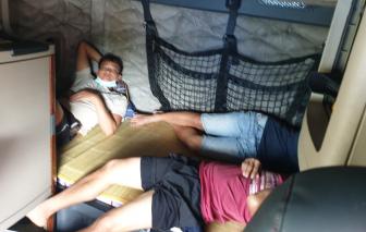 5 người từ TPHCM trốn trong cabin xe container ra Bắc