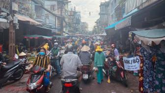 Chợ đông nghịt người trước Tết Đoan ngọ