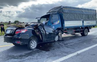 Xe hơi va chạm trực diện với xe tải, 3 người tử vong