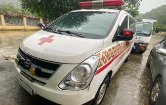"""Phát hiện """"xe cứu thương"""" chở 12 người từ Bắc Ninh về Sơn La"""