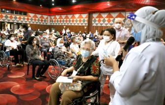 Đông Nam Á chạy đua tiêm chủng khi đại dịch lan nhanh