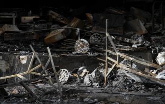 Vụ cháy ở Nghệ An: Cả nhà chủ phòng trà tử nạn, người vợ đang mang thai