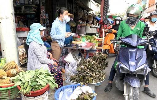 Chợ truyền thống nhộn nhịp đơn hàng online mùa dịch