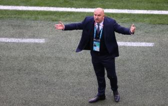 """Đội tuyển Nga cấm """"các cô gái xinh đẹp"""" vào phòng thay đồ của cầu thủ"""