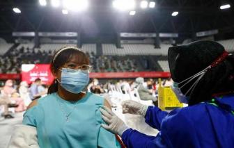 Hàng trăm nhân viên y tế Indonesia bị nhiễm COVID-19 dù đã tiêm vắc xin Trung Quốc