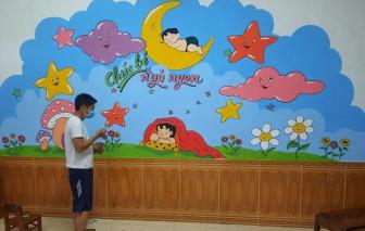 """Đi cách ly tại trường mầm non, thầy giáo trẻ """"hô biến"""" bức tường bong tróc thành tranh vẽ khổng lồ"""