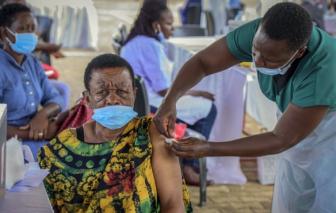 WHO kêu gọi cung cấp vắc xin COVID-19 cho châu Phi khi số ca bệnh tăng mạnh