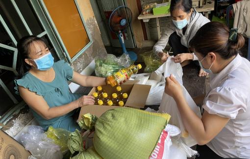 3.650 trứng gà, 2 tấn rau củ từ Long An tiếp sức cho người dân TPHCM