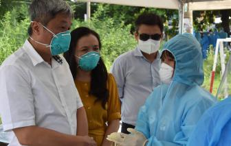 Thứ trưởng Nguyễn Trường Sơn kiểm tra đột xuất các khu vực phong tỏa ở TPHCM