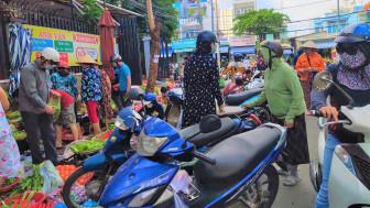 Nhiều nơi, chợ tự phát vẫn xôm tụ như chưa từng áp dụng Chỉ thị 10
