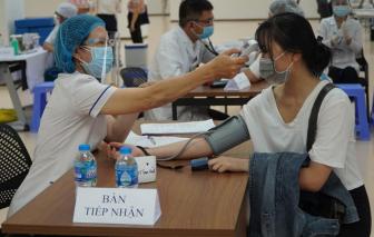 TPHCM: 8.000 người đã được tiêm vắc xin ngừa COVID-19