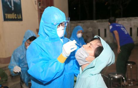 Chở vợ đến viện khám tranh thủ test nhanh, cả 2 vợ chồng cùng dương tính SARS-CoV-2