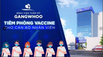 Nhân viên Bệnh viện thẩm mỹ Gangwhoo xếp hàng chờ góp quỹ vắc xin COVID-19