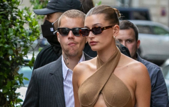 Vợ chồng Justin Bieber mặc trang phục như đi bar khi gặp Tổng thống Pháp