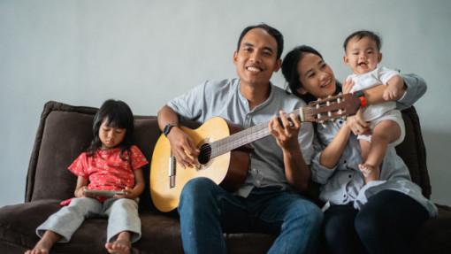Ngày Gia đình Việt Nam 28/6: Con người vẫn đang cải tiến chiếc áo gia đình