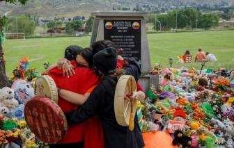 Canada rúng động khi phát hiện 751 ngôi mộ tại các trường học