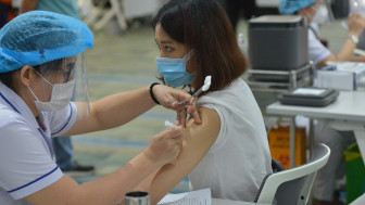 Người bị bệnh nền, bệnh mạn tính có được tiêm vắc xin COVID-19?