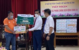 Quỹ Phát triển Tài năng Việt tiếp năng lượng cho lực lượng chống dịch Hà Tĩnh