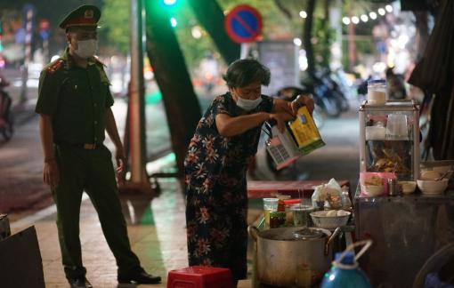 Vừa nới lỏng, hàng quán Hà Nội đã vi phạm quy định phòng chống dịch