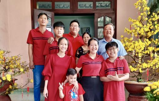 """Đến tận nhà trao bằng khen """"Gia đình văn hóa, hạnh phúc"""""""