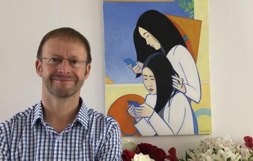 Giám tuyển Anh và tình yêu đặc biệt với áo dài Việt
