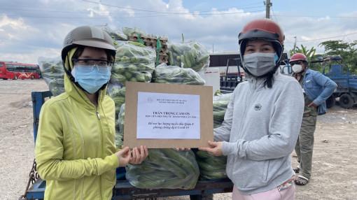 Hơn 5 tấn rau củ quả, 2 tấn gạo... từ Cần Thơ gửi tặng người dân TPHCM