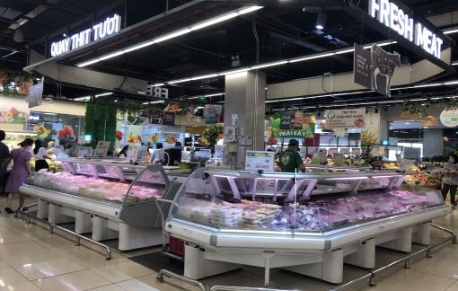 Ngày đầu giãn cách, hàng hóa ngập siêu thị nhưng vắng người mua