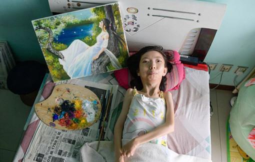 Cô gái nằm liệt giường 37 năm gây sốt cộng đồng mạng bằng tài năng hội họa