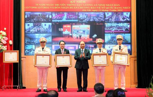 Lực lượng An ninh nhân dân đón nhận Huân chương Bảo vệ Tổ quốc hạng Nhất