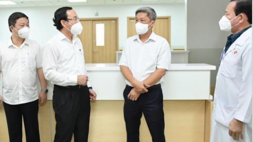 Bí thư Thành ủy TPHCM Nguyễn Văn Nên khảo sát Bệnh viện Hồi sức COVID-19