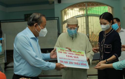 Phó thủ tướng Trương Hòa Bình thăm đồng bào Chăm tại TPHCM