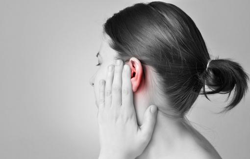 Ù tai do stress và thức khuya mùa giãn cách