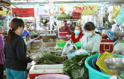 Vì sao các chợ truyền thống ở TPHCM chưa mở cửa?