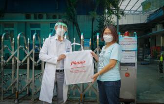 Báo Phụ Nữ trao tặng 20 máy đo nồng độ Oxy máu cho bệnh viện dã chiến
