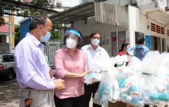 Lãnh đạo TPHCM thăm, động viên y, bác sĩ các khu cách ly và bệnh viện dã chiến