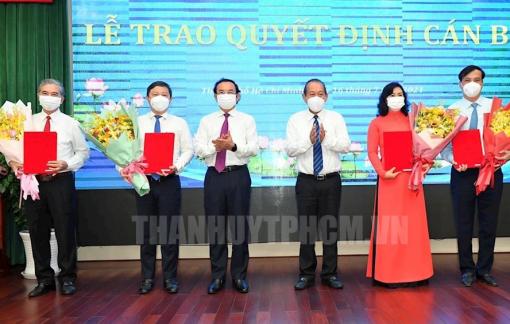 Trao quyết định của Thủ tướng phê chuẩn Chủ tịch, Phó chủ tịch UBND TPHCM nhiệm kỳ 2021-2026
