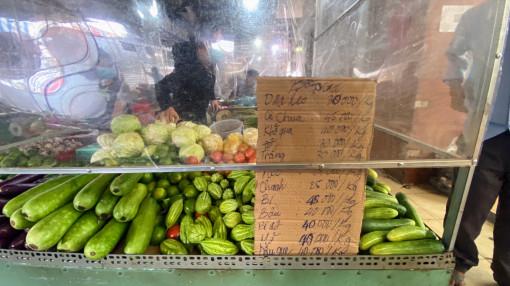 Chợ truyền thống mở lại, vẫn lo thiếu nguồn cung