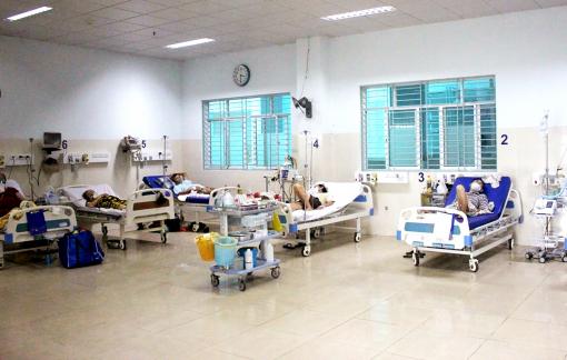 Bệnh viện xoay xở thêm chỗ cho bệnh nhân COVID-19