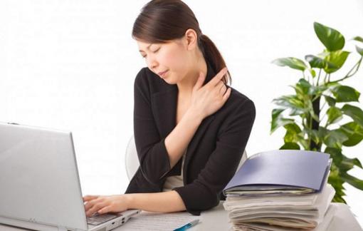 Đau mỏi khi nằm, ngồi nhiều làm sao khắc phục?