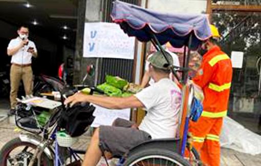 Sài Gòn những ngày đôi mắt rớm đỏ