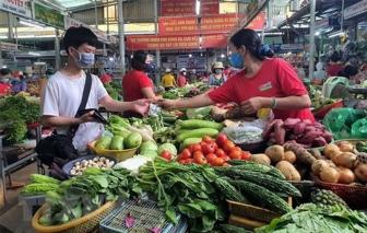 Người dân TPHCM không còn mua nhiều lương thực thực phẩm nữa