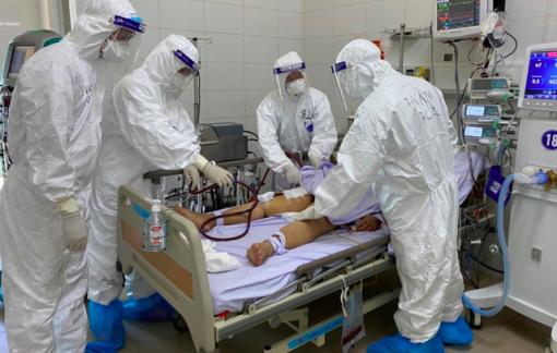 TPHCM hiện có 413 bệnh nhân COVID-19 đang thở máy, 251 người tử vong