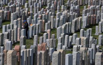 Tuổi thọ người Mỹ giảm 1 năm rưỡi trong năm 2020 do COVID-19
