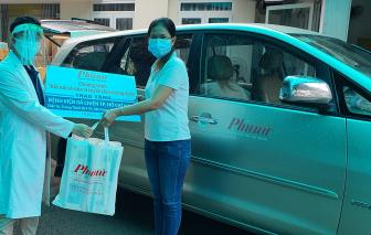 Báo Phụ nữ TPHCM hỗ trợ vật tư, thiết bị y tế đến BV dã chiến số 8 và BV quận Gò Vấp, quận 12