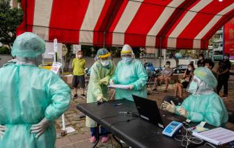 """Bệnh viện Đài Loan bị phạt vì """"phá rào"""" tiêm vắc xin COVID-19 cho vợ chồng cựu Phó tổng thống"""